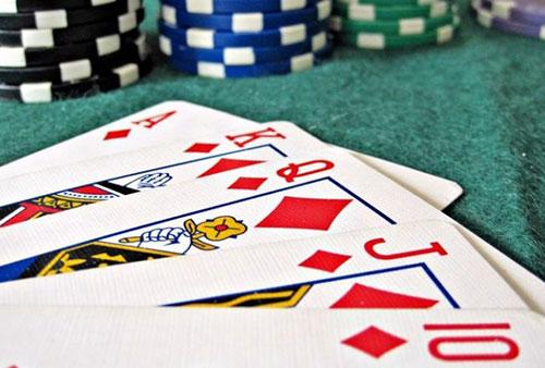 بررسی قانون دو و چهار در بازی پوکر